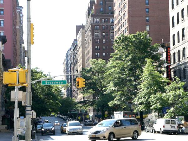 現代のニューヨーク市ブロードウェイの様子
