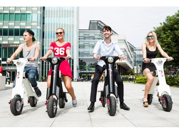 新スタイルの乗り物登場!軽くて折りたたみ可能、持ち運べる電気スクーター