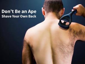 baKblade 2.0 背中の毛を剃っているところ