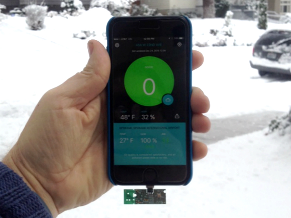 iPhoneに接続すると大気の状態が測定できる「Sprimo」