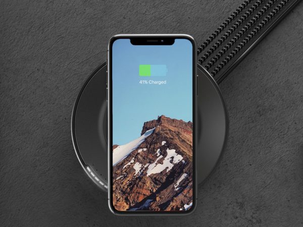 iPhone Xのワイヤレス高速充電にも! Nomadの充電ハブは端末5台まで対応