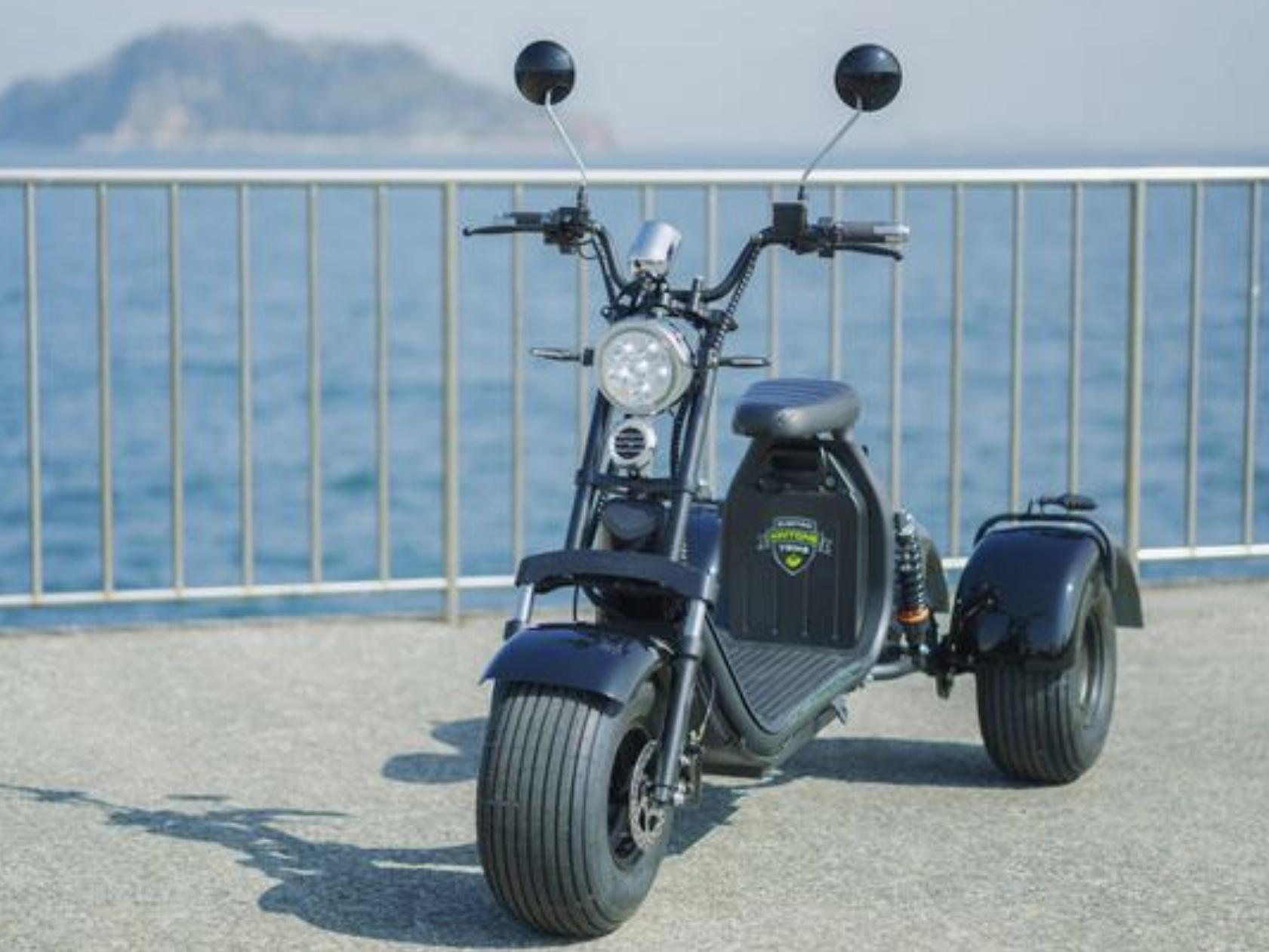 通勤にも使える?! 時速60キロで公道を走行できる電動三輪車「Kintone Trike」