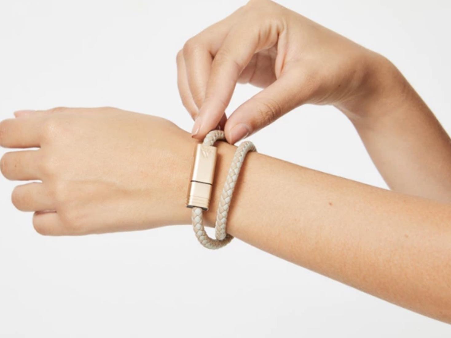 ブレスレット感覚で持ち歩ける充電ケーブル「NILS 2.0」は急速充電にも対応!