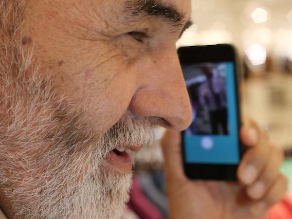 画像認識によりモノの名前を音声で話すスマホアプリ「Aipoly Vision」