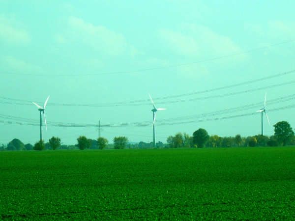 再生可能エネルギーの代表的な例として風力発電