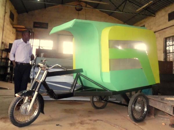 農作物運搬用の電動三輪車Fruiti Cycle